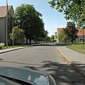 045 Direction la cour du 46 - Au fond la Porte des Chars