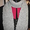 Petite echarpe en laine bouclee