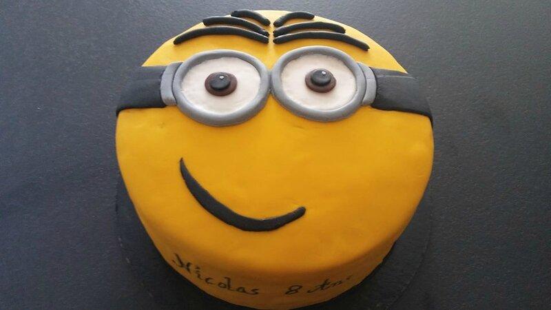 Gâteau d'anniversaire miniiiioonnnssss