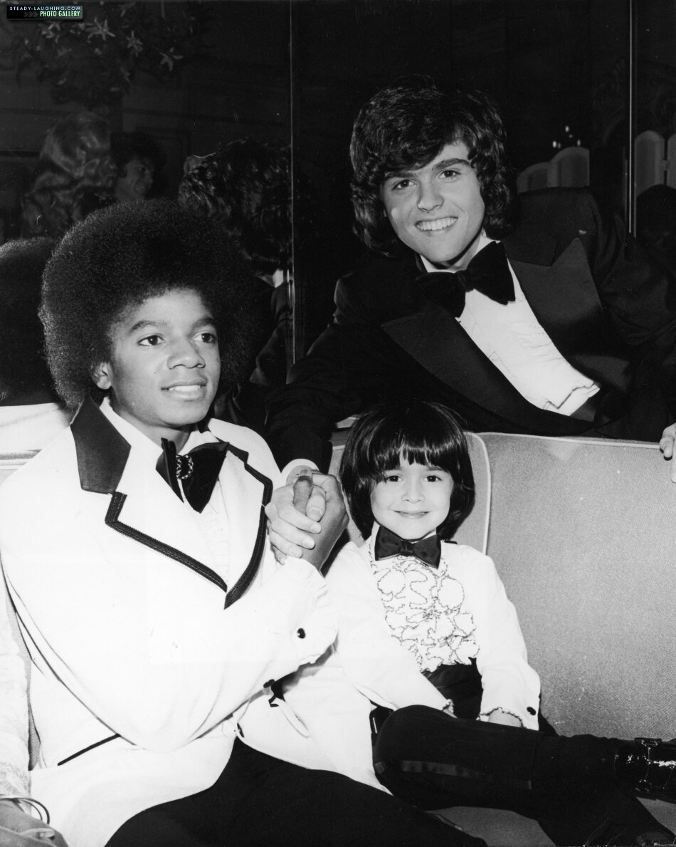 michael-attends-the-american-music-awards-in-california-alongside-donny-osmond-and-ricky-segall(1)-m-5