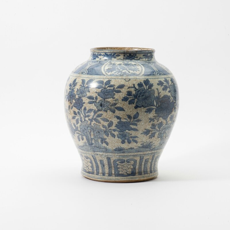 A large baluster blue and white wide neck vase, Wanli period (1573-1619)