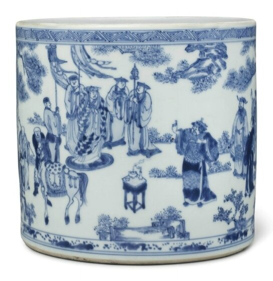 An unusual large blue and white brush pot, Kangxi period (1662-1722) (2)