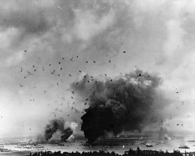 General_view_of_Pearl_Harbor_during_the_Japanese_attack_1941_jpeg