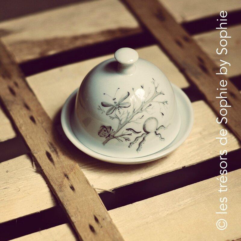 Porcelaine peinte à la main beurrier pieuvre, papillon et libellule © les trésors de Sophie by Sophie