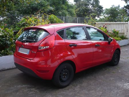 FORD Fiesta 5 portes 2011 Le Tampon (2)