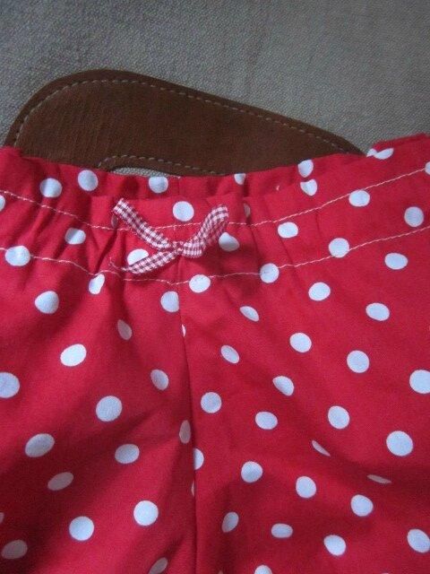 Culotte BIANCA en coton imprimé rouge à pois blanc - Dos imprimé et uni blanc - noeud de vichy rouge (3)