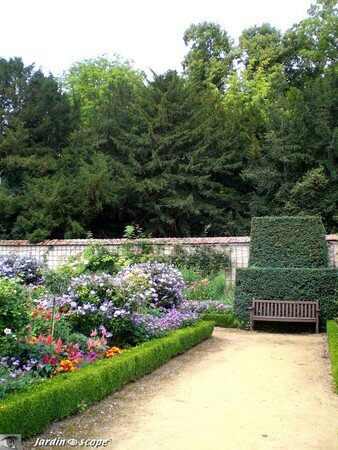 Jardin_du_chateau_de_Bouge