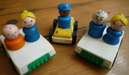 3 voitures Fisher Price et leurs personnages