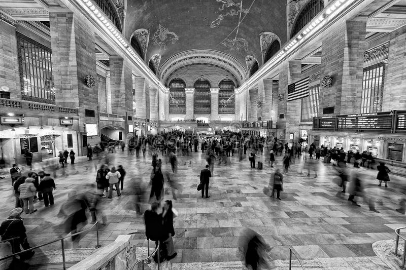 new-york-grand-central-black-white-people-moving-station-44364308