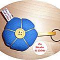 porte clé fleur jaune bleu