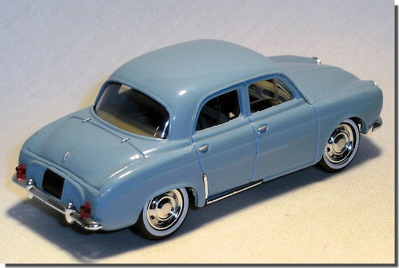 Renault Dauphine Bleue Solido A 2
