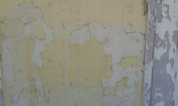 A mur