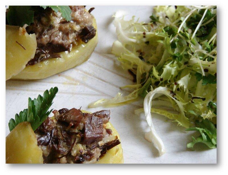 Pomme de terre farcie au confit de canard et foie gras