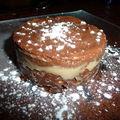 Entremet mousse de chocolat, crème brulée sur son lit croustillant pralinoise