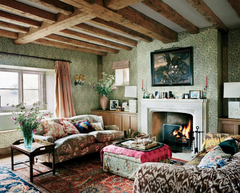 Plum-Sykes'-Home-Sitting-Room-William-Morris-Wallpaper