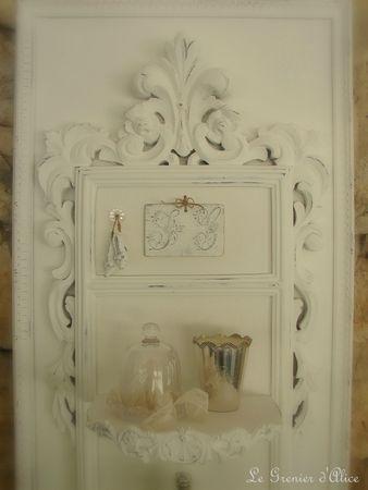 Cadre étagère ornement moulure soulier monogramme decoration de charme shabby chic decoration romantique patine blanche le grenier dalice 1