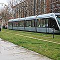 Cycliste et tramway
