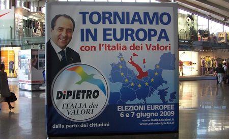 Di_Pietro_italia_dei_valori