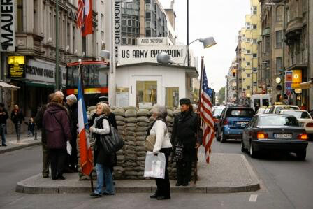 Allemagne Berlin Check point Charlie 5