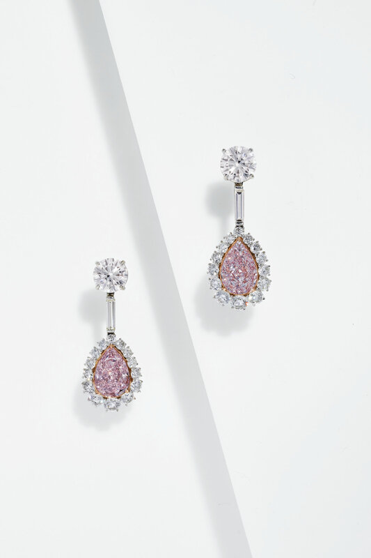 2020_NYR_18991_0287_002(colored_diamond_and_diamond_earrings091417)