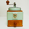Vintage ... moulin à café peugeot * vert
