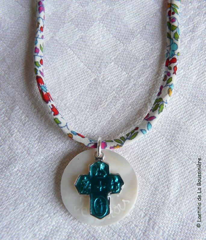 Collier Je Crois turrquoise (sur ruban fleurs multicolores fin)