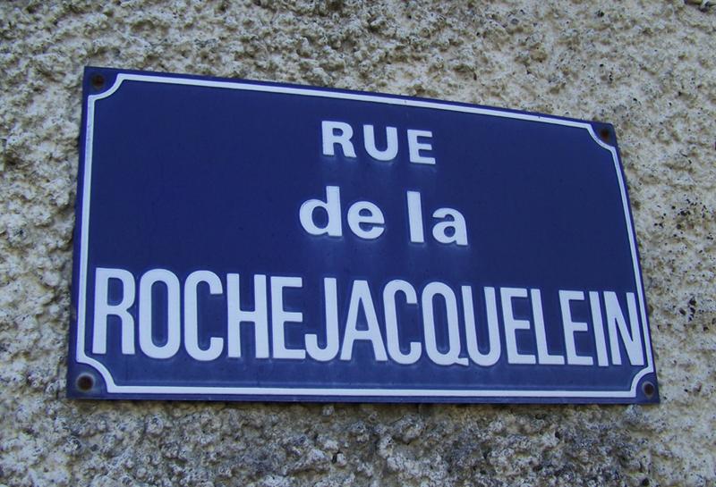 La rue de La Rochejaquelein, près de l'église