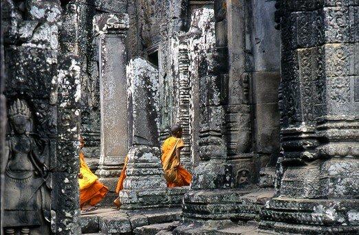 cambodge_angkor_moines_furtifs
