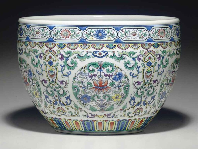 A_large_doucai_jardini_re__Qianlong_period__1736_1795_