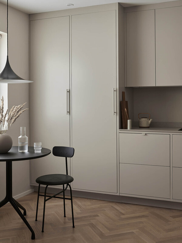 est-living-nordic-style-kitchen-nordiska-kok-sand-grey-minimalist-kitchen