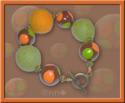 Bracelet Fimo feutre et perles à pois anis et orange (N)