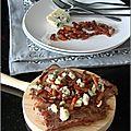 Entrecôtes au roquefort émietté & lardons croustillants