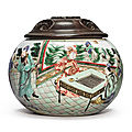 A famille-verte 'lady of the red whisk' weiqi box, qing dynasty, kangxi period (1662-1722)