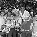 jayne-1959-08-04-london-st_james_park-with_family-1