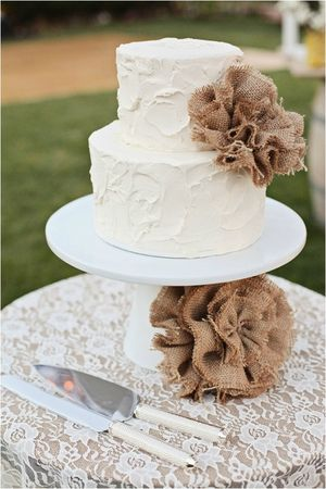 wedding cake et lin mariage champetre campagne chic by Kimberly Carlson Photography