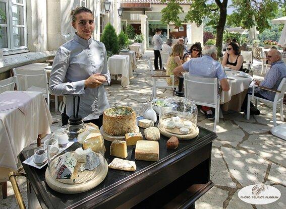 SAINT_MEDARD_restaurant_LE_GINDREAU_le_chariot_des_fromages