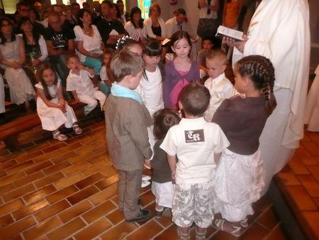 enfants_autour_des_fonds_baptismaux__2_
