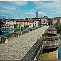 Confolens - pont vieux sur la vienne - ancien pont à péage XIIe