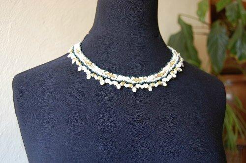 collier blancverso