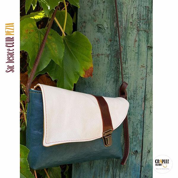 Sac besace cuir original de créateur - artisanal made in France - cuir blanc , bleu et marron fermoir clip vieilli décalé - poche intérieure - bandoulière réglable - artisan maroquinerie Stéphanie ERLICH-MAUJEAN à Belley - Bugey - CrApule FActOry boutique