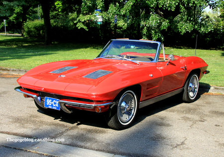 Chevrolet_corvette_sting_ray_convertible_de_1963__Retrorencard_mai_2011__01