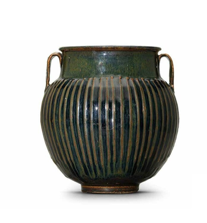 A brownish black-glazed ribbed jar, Northern Song-Jin dynasty (960-1234)