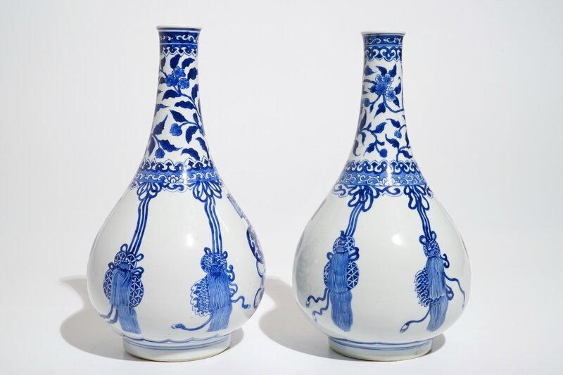 a-pair-of-chinese-blue-and-white-bottle-vases-kangxi-2
