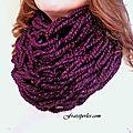 Foulard tricoté avec les bras / arm knitting cowl