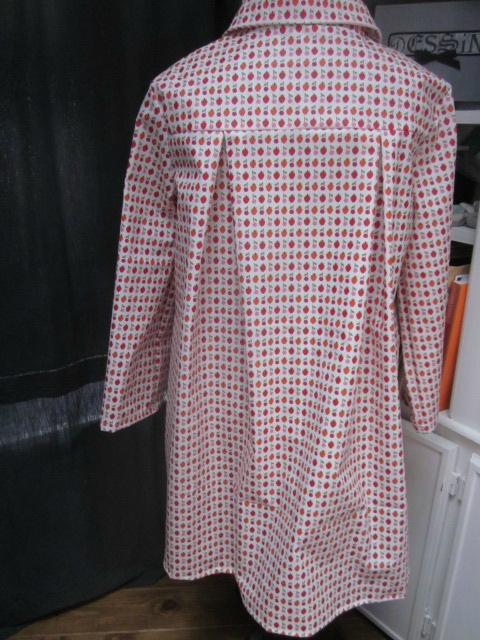 Ciré AGLAE en coton enduit blanc imprimé fraises et cerises fermé par 2 pression dissimulés sous 2 boutons recouverts (13)