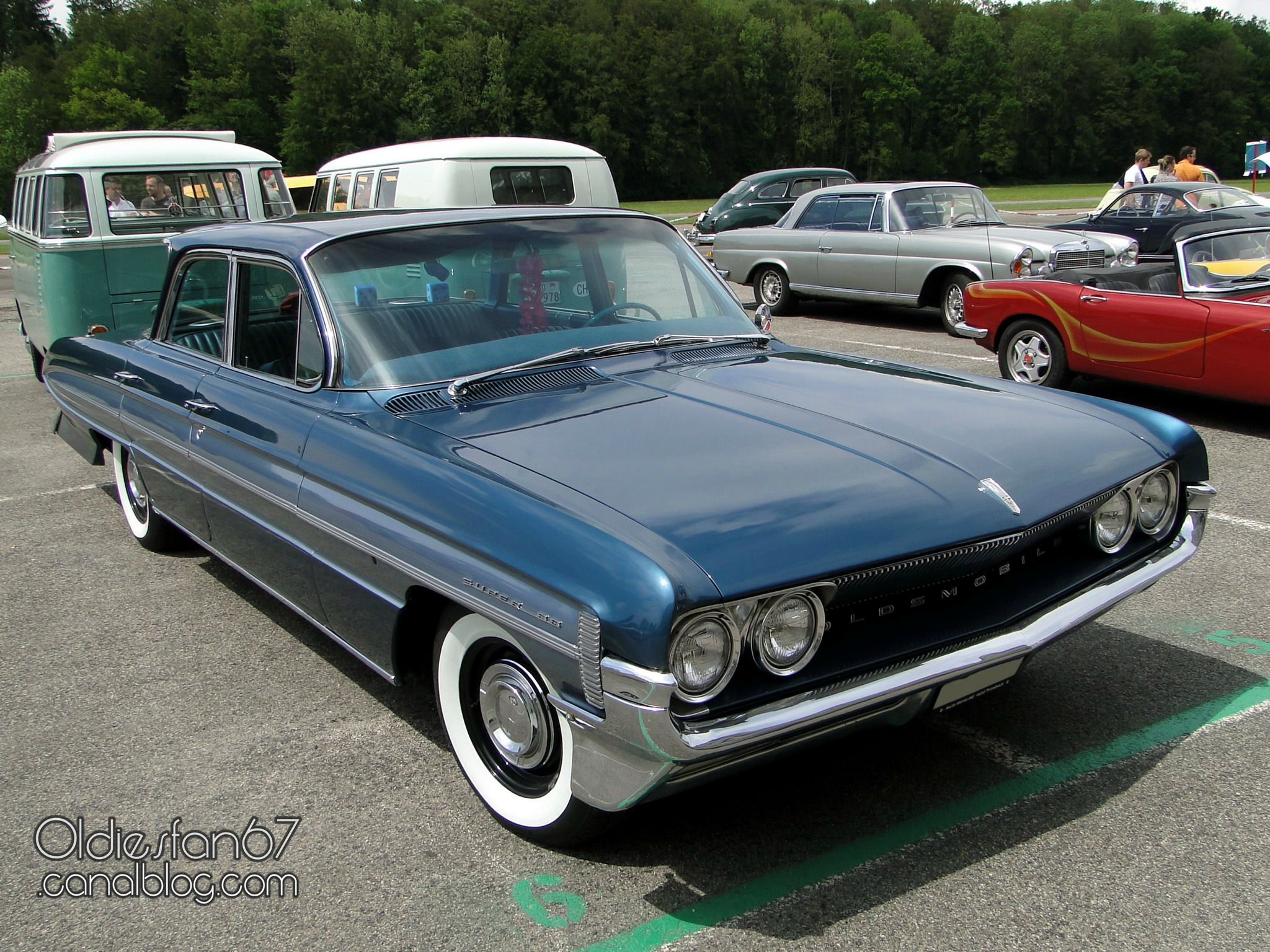 oldsmobile-super-88-celebrity-sedan-1961-01