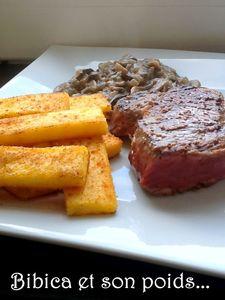 Frites_de_polenta_au_paprika_et_po_l_e_de_champignons_frais_gros_plan