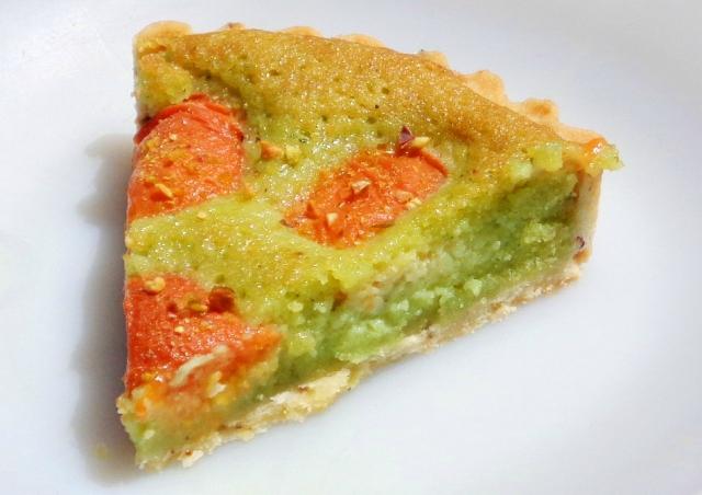 Part tarte abricots crème amande pistache