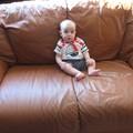 Seul sur le canapé