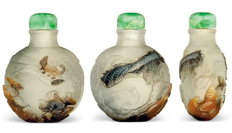 A carved cameo agate snuff bottle, Suzhou, 1780-1850